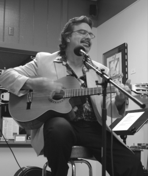 Dan Morin performing at 'Cafe De La Place'